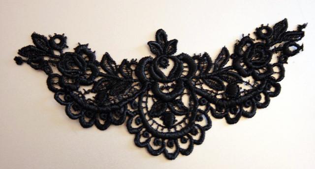 Silk guipure lace neckpiece