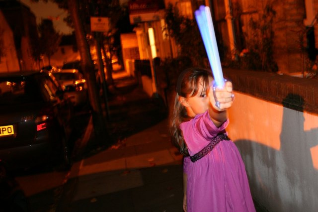 Samaria waving glow stick