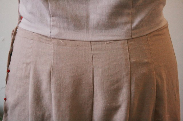 skirt back darts