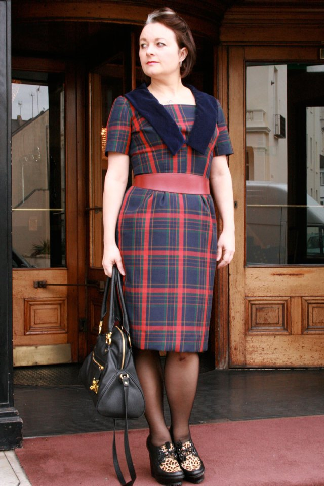 Vintage simplicity with not so detachable collar!