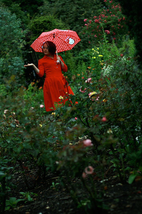 1940s red dress in the rain
