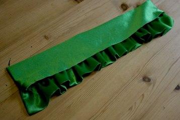 collar ruffle