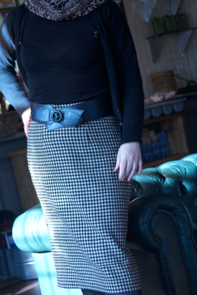wool check skirt standing