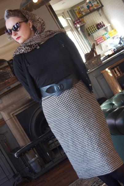 check skirt standing