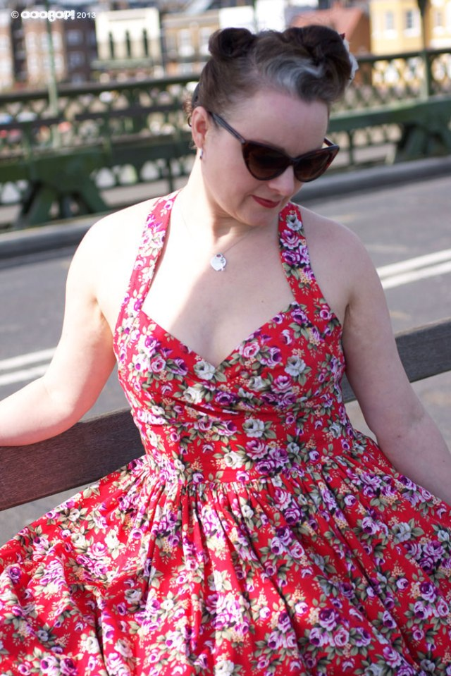 simplicity 2442 dress on hammersmith bridge